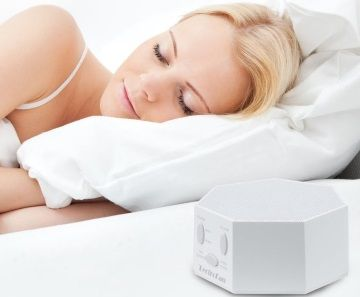 tinnitus sufferer sleeping with the help of a white noise machine